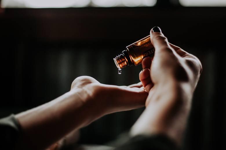 AROMATERAPIAWykorzystanie naturalnych olejków eterycznych do poprawy psychicznego i fizycznego samopoczucia to dziedzina medycyny alternatywnej, której