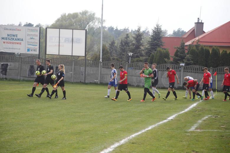Sokół Sokołów pokonał na wyjeździe lidera klasy O Rzeszów Głogovię 3:1 i wskoczył na drugie miejsce w tabeli
