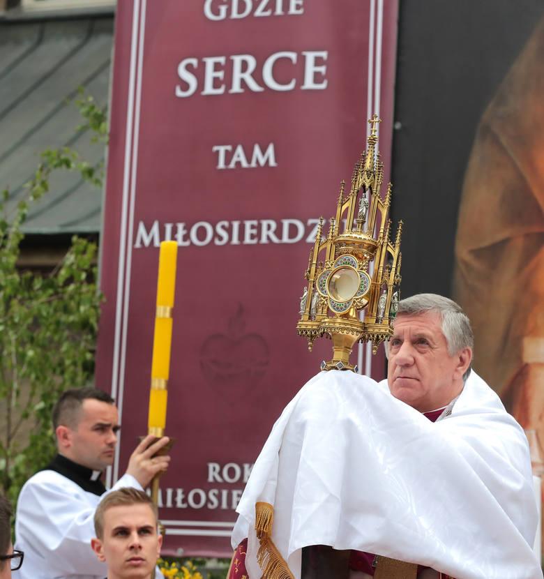 Procesja Bożego Ciała przeszła ulicami Szczecina [zdjęcia]