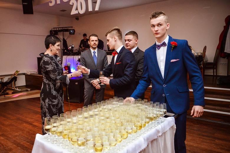 Studniówki 2017. Studniówka ZSZ nr 2 w Skierniewicach [ZDJĘCIA]