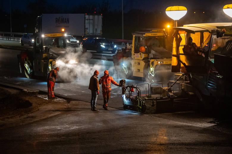Prace na autostradowej obwodnicy Poznania już są na finiszu - za kilka - kilkanaście dni ten odcinek A2 będzie oficjalnie otwarty z trzema pasami ruchu