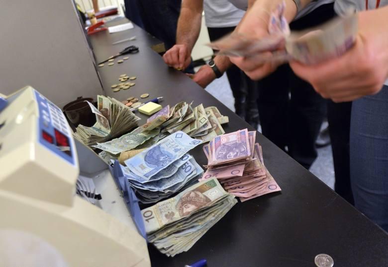 W Łęczycy urzędniczka skarbowa wyłudziła kredyty na dane 170 osób CZYTAJ