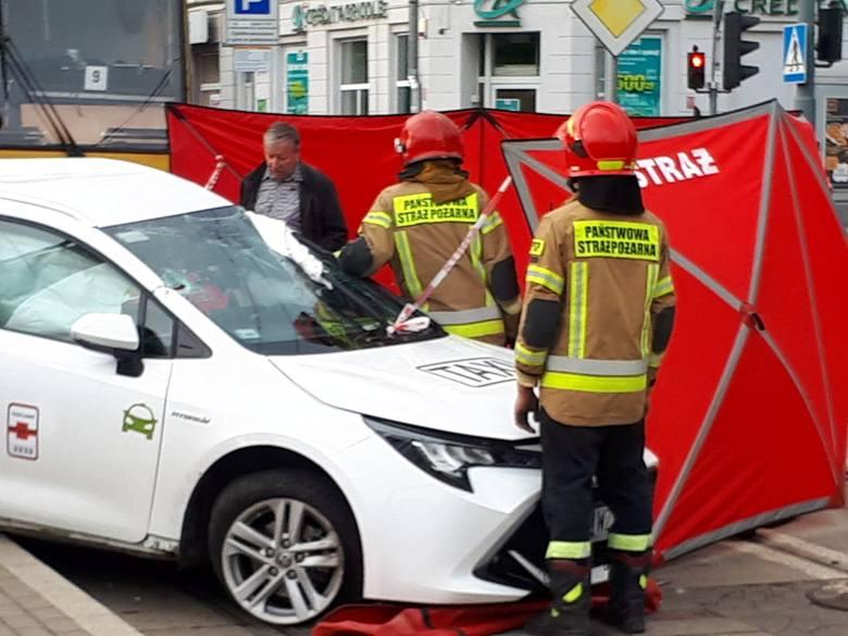 Około godz. 18.00 taksówka (toyota) zderzyła się z tramwajem numer 5 oraz volkswagenem. Ze wstępnych ustaleń policji wynika, że zarówno taksówka jak