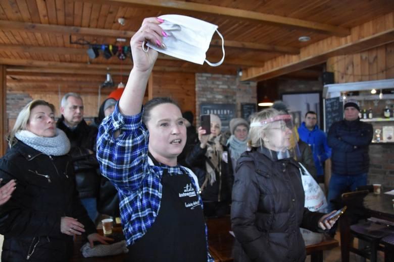W sobotę restauracja Smaczne Jadło z Nowego Tomyśla sprzeciwiła się rządowym restrykcjom i otworzyła lokal. To pierwsza taka sytuacja w naszym regionie.Kolejne