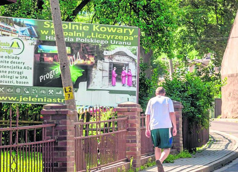 Mieszkańcy Kowar nie mają wątpliwości, że na awanturze pomiędzy sztolniami najbardziej traci miasteczko, które zarabia na turystach. - Wstyd! - nie kryją