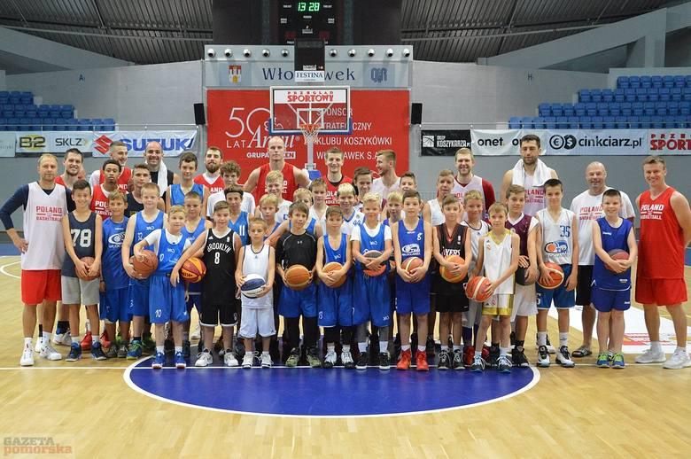 Młodzi włocławscy koszykarze mieli wczoraj niecodzienną okazję trenować w Hali Mistrzów z graczami reprezentacji Polski pod wodzą Mike' a Taylora. Do