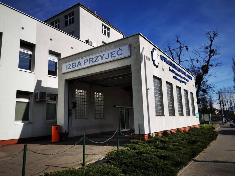 O skrajnych zaniedbaniach, absurdalnych decyzjach administracji i łamaniu rygorów sanitarnych informuje portal Onet lekarz pracujący w Specjalistycznym