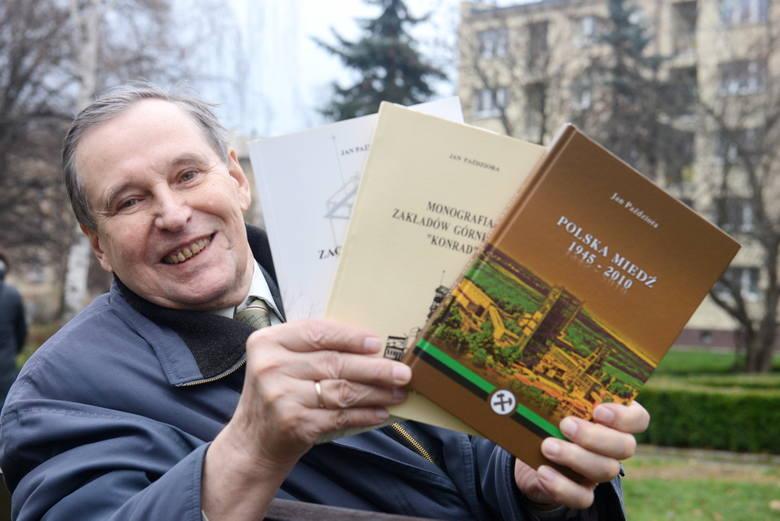 Jan Paździora żyje historią starego zagłębia i opisuje jego dzieje. Od 1954 roku to jest jego świat.