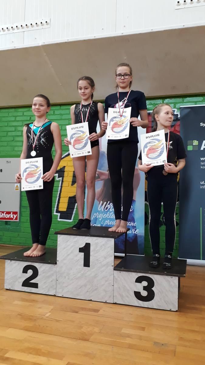 Osiem medali Gimstar Łódź w premierze gimnastycznego sezonu