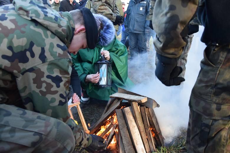 Uroczystość przekazania Betlejemskiego Światełka Pokoju odbyła się na polsko - ukraińskiej linii granicznej, w miejscu planowanego przejścia granicznego