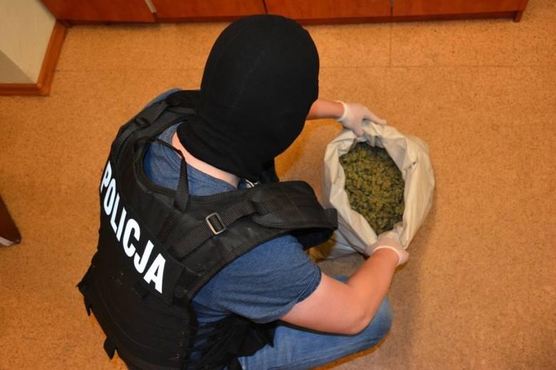 Blisko 2,7 kg marihuany i 200 gramów amfetaminy przechwycili w Łodzi policjanci zwalczający przestępczość wśród pseudokibiców.