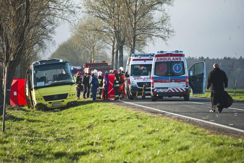 Do tragicznego w skutkach zderzenia autokaru z dziećmi z samochodem ciężarowym doszło w Słowinie. Wiadomo już, że dwie osoby, które uczestniczyły w wypadku