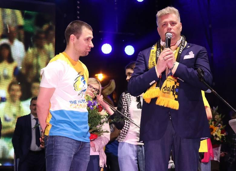 Wielka feta Vive Tauronu w Kielcach na Rynku. Tysiące kibiców dziękowały naszym potrójnym mistrzom