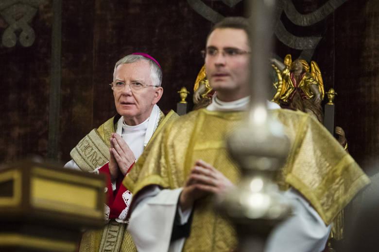 Finansowanie kościoła w Polsce w większości opiera się na datkach od wiernych. Szacuje się, że jest to aż 80 procent wszystkich wpływów na rzecz każdej
