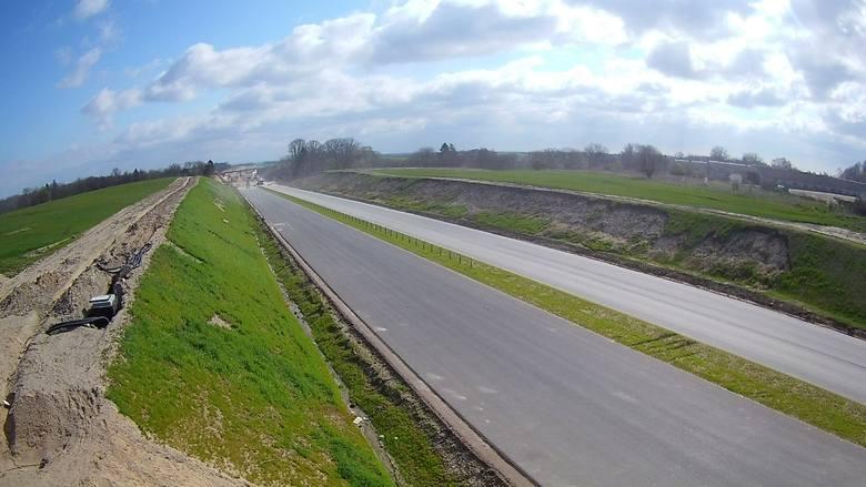 Jak przebiegają prace przy budowie drogi S6 na odcinku Ustronie Morskie-Koszalin? Zobaczcie zdjęcia!Zobacz także Minister Infrastruktury Andrzej Adamczyk