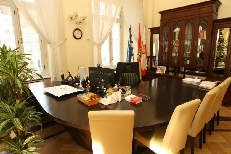 Rafał Dutkiewicz pożegna się jesienią z fotelem prezydenta Wrocławia (na zdjęciu). Jest 10 kandydatów, którzy chcą przejąć władzę we Wrocławiu po prezydencie