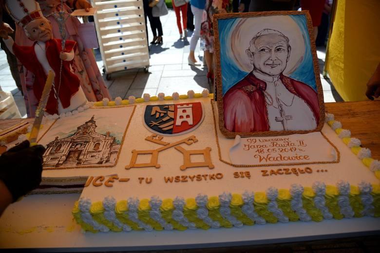 Do Wadowic w tym roku zjadą szkoły, których patronem jest Jan Paweł II, będzie też specjalny tort, ale zabraknie papieża Franciszka