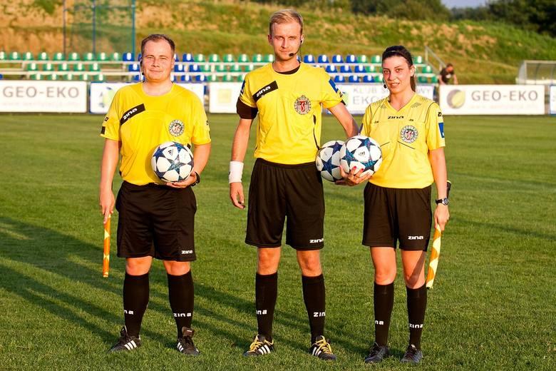 Od 1 lipca 2019 roku arbitrzy piłkarscy zrzeszeni w Podkarpackim Związku Piłki Nożnej będą  prowadzić mecze według nowych – zryczałtowanych stawek. Sędzia,
