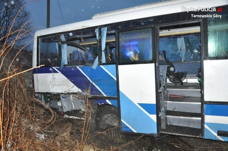 Wypadek autobusu z żołnierzami z jednostki wojskowej w Bytomiu