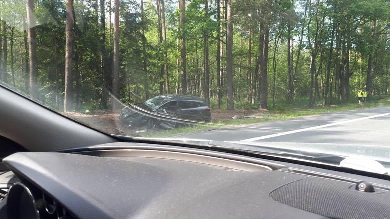 W miejscowości Zdziary doszło do zderzenia busa z samochodem osobowym. Po wypadku, do godz. 18, ruch na DK19 w kierunku Janowa Lubelskiego odbywał się