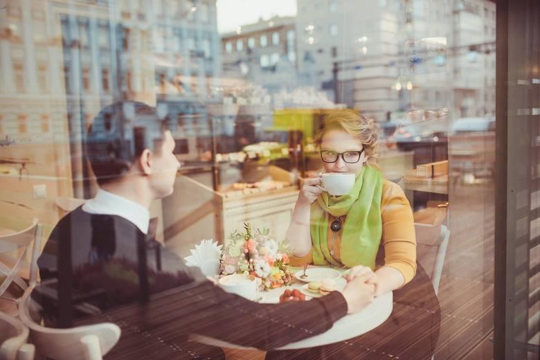 Nie twierdzimy, że zamówienie tych potraw na pierwszej randce z pewnością zrujnuje twoje szanse na drugą randkę. Ale może się tak zdarzyć. Lepiej sprawdź