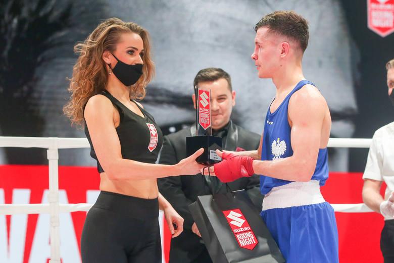 Piękne Ring Girls na gali boksu Suzuki Boxing Night w lubelskim Centrum Spotkania Kultur