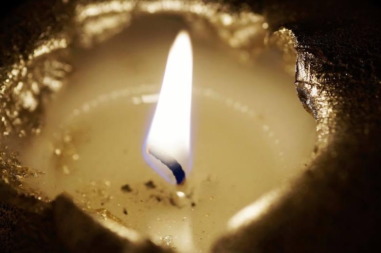 Świece zapachowe Szczególnie niebezpieczne są pod tym względem świece zapachowe, ponieważ ołów chroni knot przed uszkodzeniem go przez olejki eteryczne.