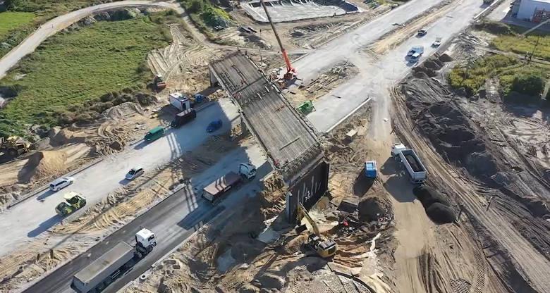 Zaglądamy na plac budowy drogi ekspresowej S5 w województwie kujawsko-pomorskim. Tym razem na odcinki, które buduje konsorcjum firm Kobylarnia S.A. i
