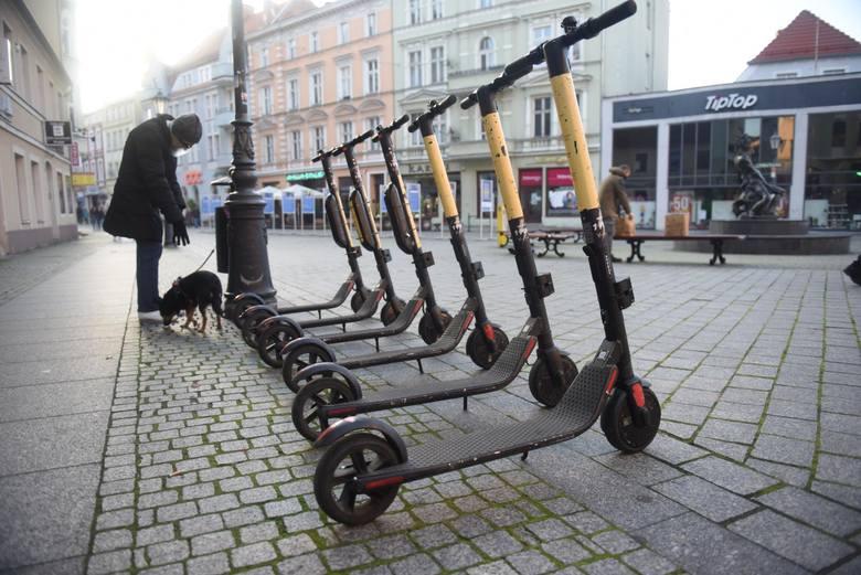Coraz popularniejsze stają się huby mobilności skoncentrowane m.in. przy centrach biurowych i ważnych węzłach komunikacyjnych, gdzie można wypożyczyć