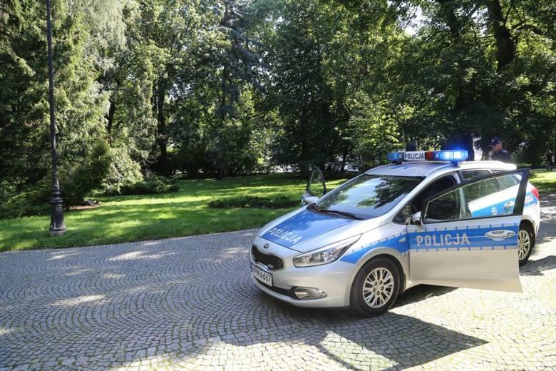 Ciało 60-latka zauważyła rowerzystka przejeżdżająca przez Park Stary im. Józefa Poniatowskiego