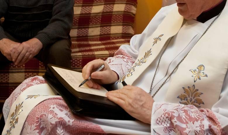 Kolęda to okazja do wspólnej modlitwy, ale także dyskusji z księdzem. Wierni przed kolędą przygotowują swoje mieszkania. Sprzątają, a w pomieszczeniach,