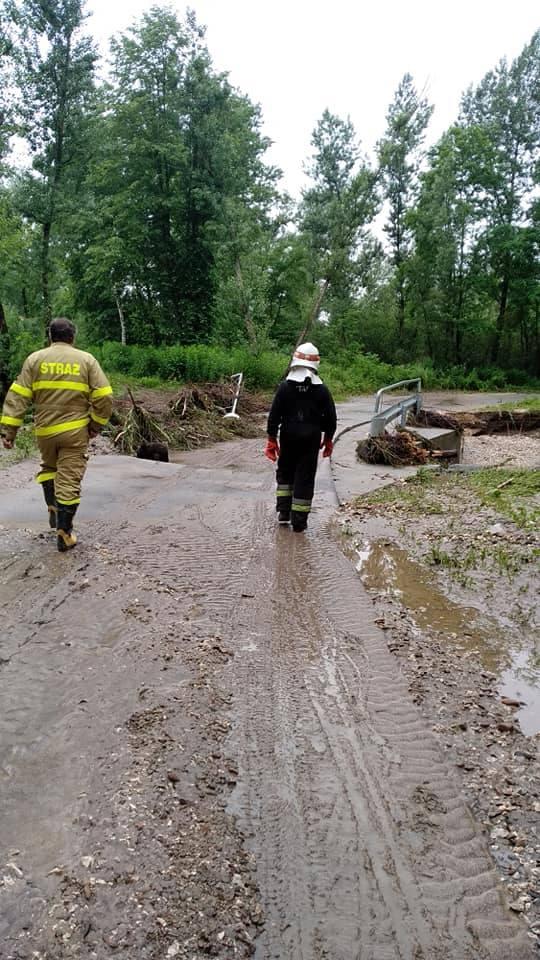 Podtopiona gmina Gdów. Woda wdarła się na posesje i do budynków [ZDJĘCIA]
