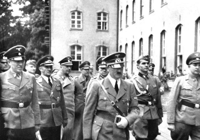 Wizyta Hitlera w Sopocie 19.09.1939 - pierwszy z lewej gauleiter Albert Forster, pierwszy z prawej nadburmistrz Sopotu Erich Temp