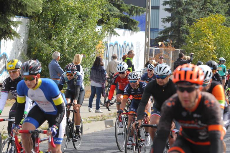 Tysiące miłośników jednośladów pojawiły się w niedzielę na ulicach Poznania na kolejnej edycji Skoda Bike Challenge. Rowerzyści rywalizowali na kilku