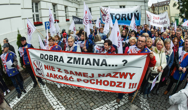W poniedziałek w 17 miastach Polski odbyły się protesty Związku Nauczycielstwa Polskiego przeciwko wprowadzenia nowej reformy w edukacji.W proteście