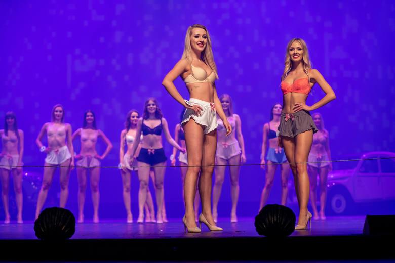 Wyjątkowy pokaz kandydatek i kandydatów podczas gali finałowej konkursu Miss i Mister Podlasia 2019. Finaliści zaprezentowali się w bieliźnie oraz strojach