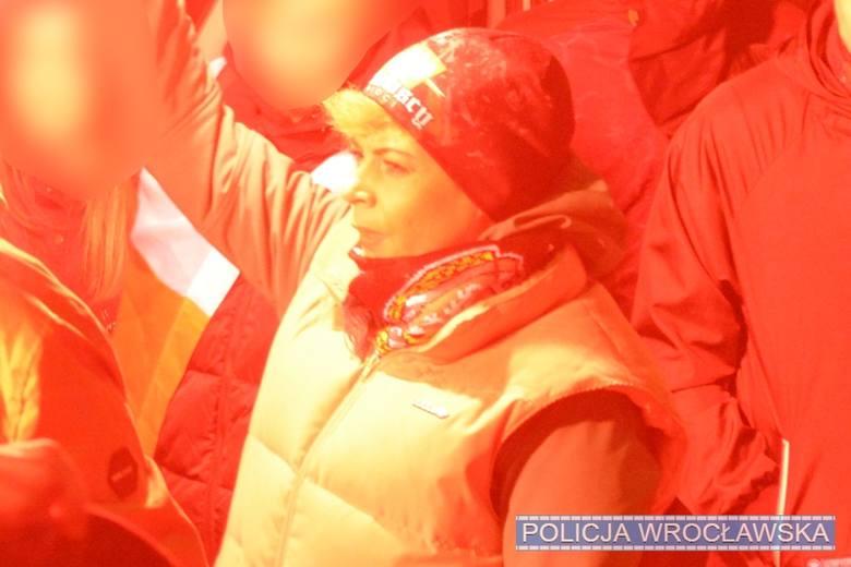 Tych ludzi policja szuka po marszu 11 listopada. Poznajesz? Pomóż! (ZDJĘCIA)