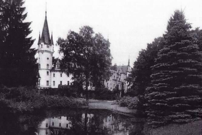 Pałac w 1968 roku, na pięć lat przed unicestwieniem przez saperów