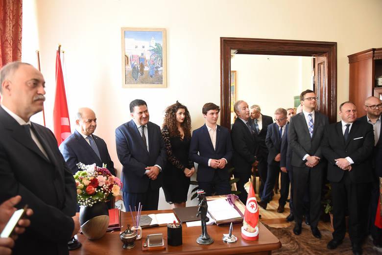 Lotfi Mansour, konsul honorowy Republiki Tunezji w Polsce, otworzył w Toruniu swoją placówkę. To kolejny honorowy konsulat w naszym mieście.     Honorowy