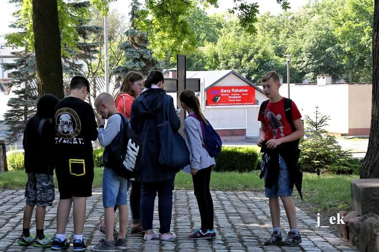 Oddział PTTK w Inowrocławiu wspólnie z miejscową Szkołą Podstawową nr 1 im. Święta Wojciecha zorganizował nietypowy rajd po mieście - spacer z mapą