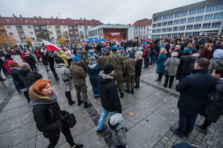 W Koszalinie główne uroczystości z okazji 100-lecia odzyskania przez Polskę niepodległości odbyły się na Rynku Staromiejskim, skąd Koszalińska Parada