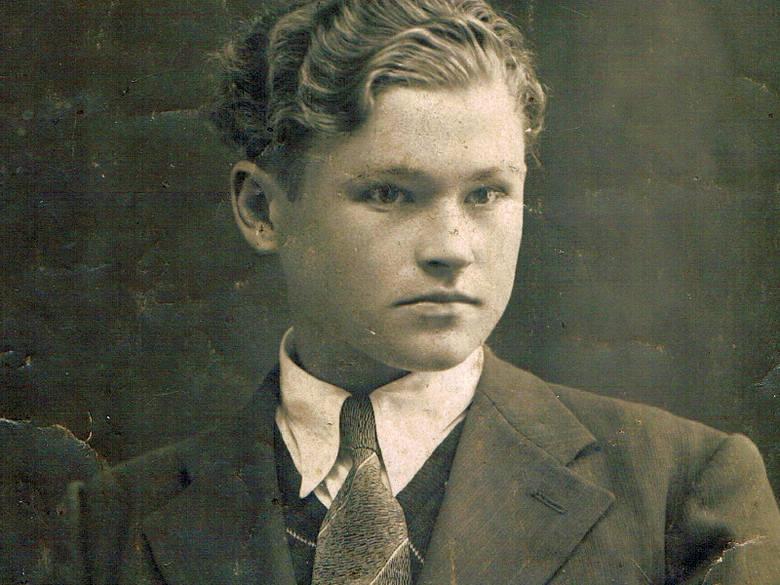 Eugeniusz Aksiuczyc zapłacił życiem za romantyczną naturę. Został zakłuty bagnetami przez partyzantkę sowiecką.