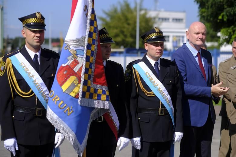 Obchody tegorocznego Dnia Straży Miejskiej odbyły się w komendzie przy ul. Grudziądzkiej. Podczas obchodów listy gratulacyjne z rąk prezydenta Torunia