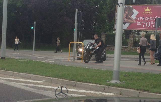 Wypadek motocyklisty z radiowozem w Kielcach