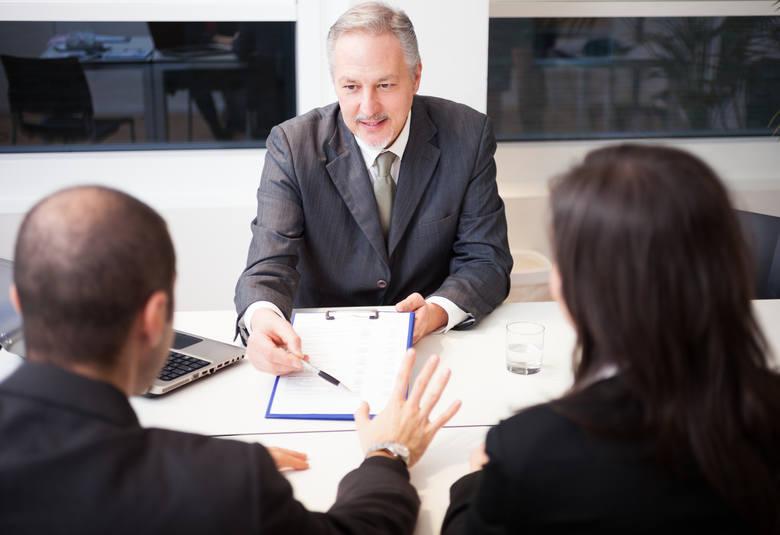Ile można zarobić w administracji rządowej? (zestawienie)