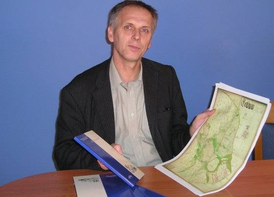 W przygotowaniu autor ma kolejną pozycję. Tym razem będzie to atlas starych map Goleniowa z okresu szwedzkiego, zawierający 25 map z najstarszą z 1561