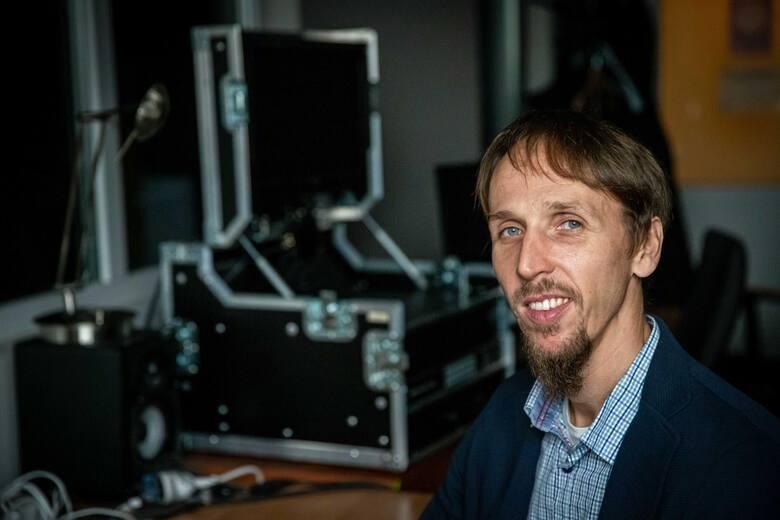 Dr Jan Kisielewski z Wydziału Fizyki na Uniwersytecie w Białymstoku,