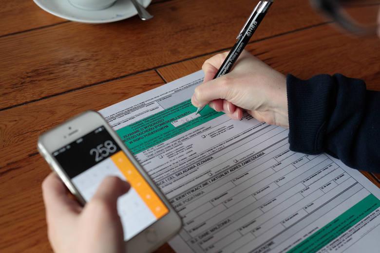 Nadpłata podatku, czyli kwota jaką fiskus zwrócił podatnikom, wyniosła prawie 10 mld złotych.