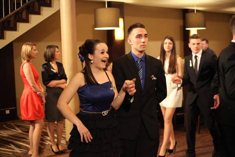 Maturzyści z IV LO w Opolu (Zespół Szkół Technicznych i Ogólnokształcących im. K. Gzowskiego) bawili się w sobotę na studniówce w hotelu Arkas w Pró