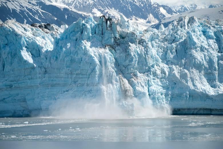 Topnienie lodowcówŚwiat: Wzrost temperatur będzie prowadził do topnienia wiecznej zmarzliny: lodowców górskich i lądolodów. Nastąpi podniesienie poziomu